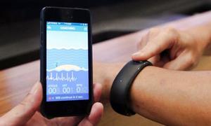 Hãng lắp ráp iPhone trình làng smartwatch