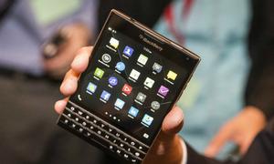 Chọn BlackBerry Passport hay Classic?