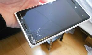 Điện thoại bị rơi vỡ màn hình có được bảo hành không?