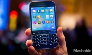 BlackBerry Classic với iPhone 5s cũ, nên chọn máy nào
