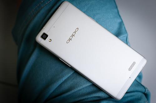 7-smartphone-tam-trung-noi-bat-nam-2015-1