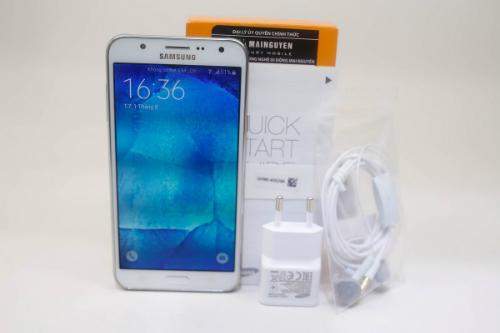 7-smartphone-tam-trung-noi-bat-nam-2015-5