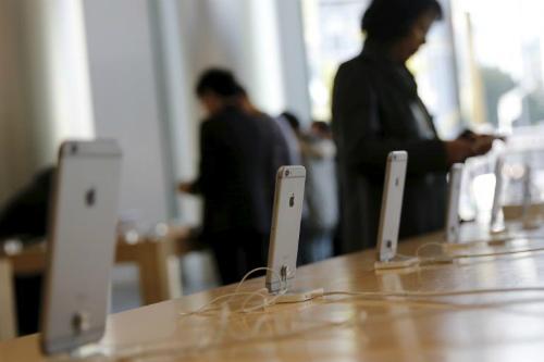 Doanh số của iPhone được dự báo sẽ sụt giảm 6% trong năm sau.