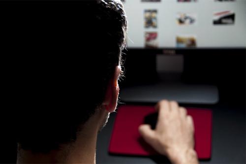 video-sex-kich-ban-phim-cua-130-ngoi-sao-roi-vao-tay-hacker