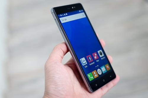 loat-smartphone-man-hinh-lon-gia-re-vua-ve-viet-nam-2