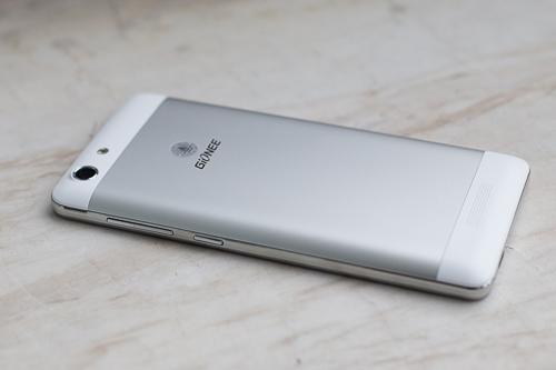 5-smartphone-gia-re-pin-khoe-moi-ra-mat