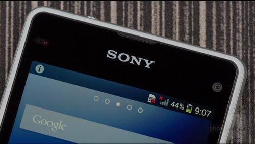Xperia Z1 compact là bản thu nhỏ của Xperia Z1, tuy nhiên ngoài việc giảm kích cỡ và độ phân giải màn hình ra, thì toàn bộ tinh hoa trên Z1 đều được giữ lại hoàn toàn,