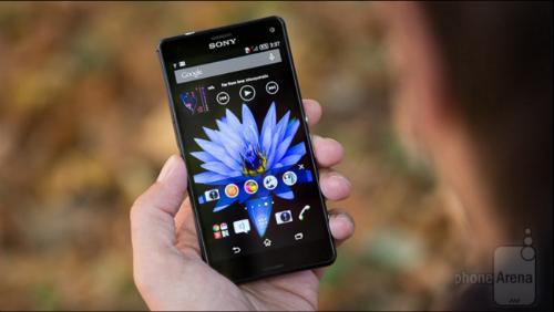 Z3 Compact là bản rút gọn của chiếc Z3, nhưng nó không bị cắt giảm quá nhiều khi so với chiếc điện thoại đầu bảng của Sony. Máy vẫn có thiết kế tốt, nhỏ gọn, màn hình và loa tốt, camera chất lượng, hiệu năng mạnh mẽ và thời lượng pin rất thuyết phục.