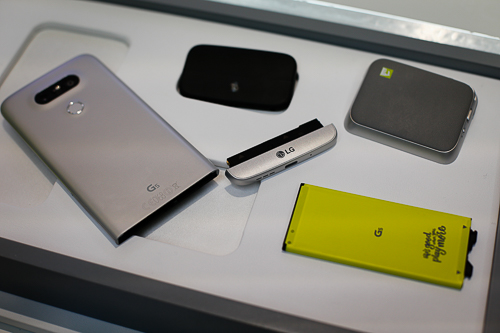 LG G5 được đánh giá là smartphone tốt nhất ở triển lãm MWC 2016 nhờ tính năng lắp ghép phần cứng.