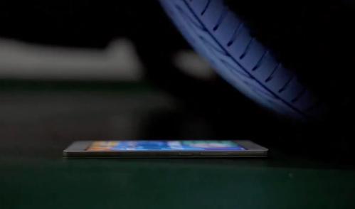 Tra tấn smartphone từng mỏng nhất thế giới Oppo R5