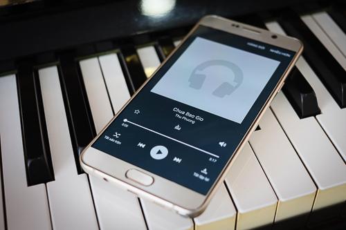 10-smartphone-cao-cap-vua-giam-gia-manh-5