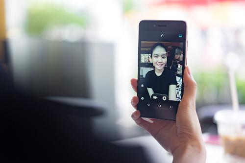 smartphone-viet-camera-truoc-8-cham-gia-2-trieu-xin-bai-edit-1