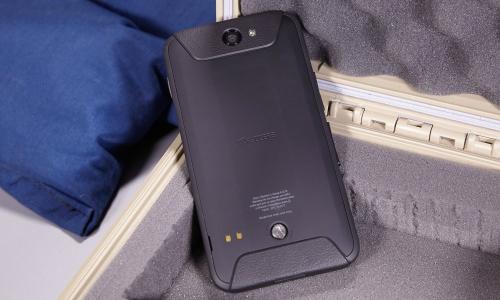 5-smartphone-doi-moi-co-thiet-ke-ben-bi-nhat-4