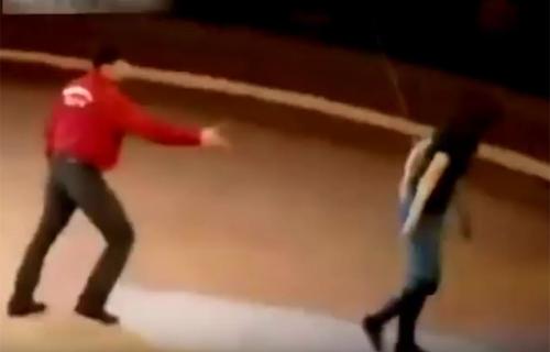 video-vo-lot-ao-tinh-dich-tai-san-bay-gay-chu-y-internet-tuan-qua-3
