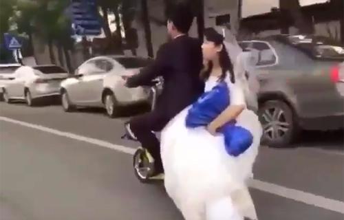 video-vo-lot-ao-tinh-dich-tai-san-bay-gay-chu-y-internet-tuan-qua-4