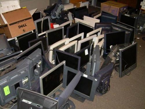 Màn hình máy tính LCD và LED qua sử dụng nằm trong diện bị cấm nhập khẩu vào Việt Nam từ 15/12/2015.