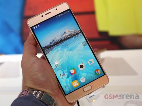 loat-smartphone-dang-chu-y-vua-trinh-lang-4