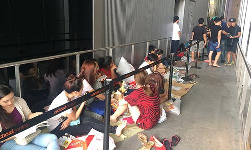 nguoi-viet-chi-tien-trieu-thue-xep-hang-mua-iphone-7-o-singapore-1