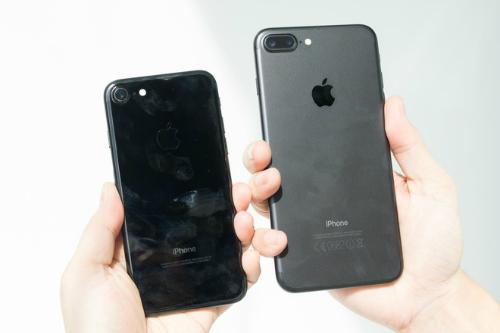Giá iPhone 7 giảm sâu nhưng riêng phiên bản Jet Black vẫn khan hàng và bị hét giá cao.