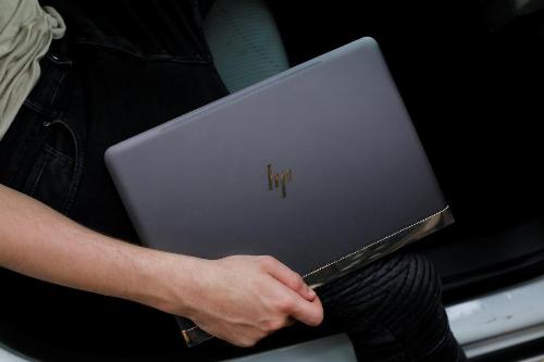 hp-spectre-13-v020tu-laptop-sang-trong-cho-doanh-nhanbai-xin-edit-2