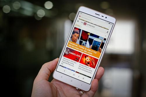 5-smartphone-pin-lau-tam-gia-4-trieu-dong