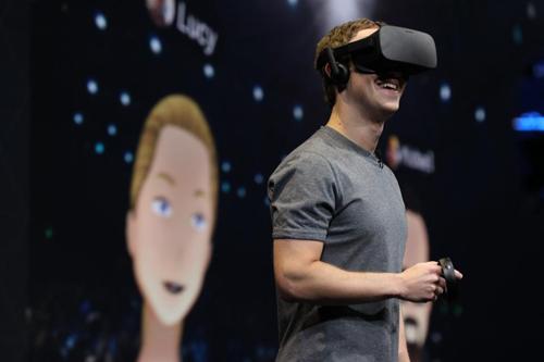 Mark Zuckerberg phát trực tiếp thế giới thực tế ảo của mình trên sân khấu Oculus Connect.