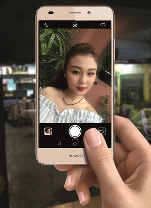 Camera trước với chế độ làm đẹp 10 cấp độ nâng tầm mọi bức ảnh từ Selfie đến Wefie của người dùng.
