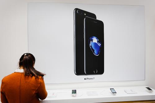 Giá iPhone 7 và 7 Plus xách tay tiếp tục giảm.