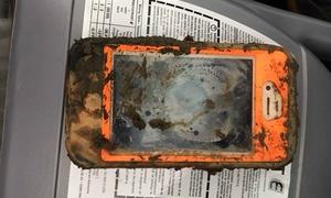 iPhone 4 ngâm dưới hồ sau một năm vẫn hoạt động