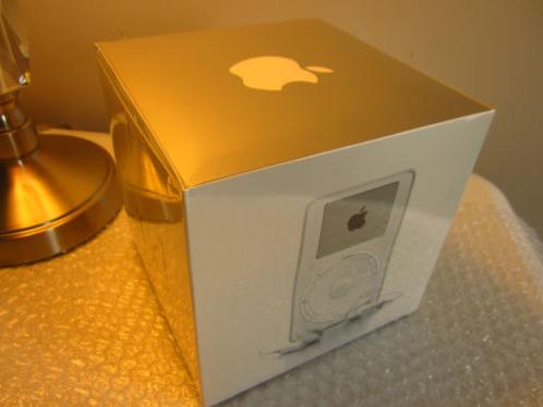 Chiếc iPod 15 tuổi vẫn còn ở trạng thái mới nguyên và chưa được bóc hộp.