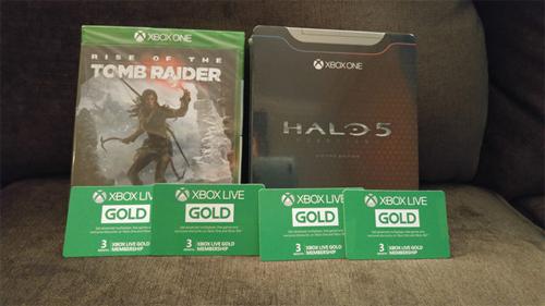 Game Halo 5 Guardians phiên bản giới hạn và game Tomb Raider cùng thẻ thành viên hạng Gold.