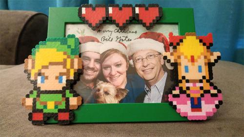 Thậm chí, Bill Gates còn photoshop ảnh của ông vào ảnh gia đình củaAerrix.