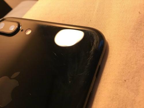 iphone-7-jet-black-xuoc-chang-chit-sau-3-thang-khong-dung-op-1