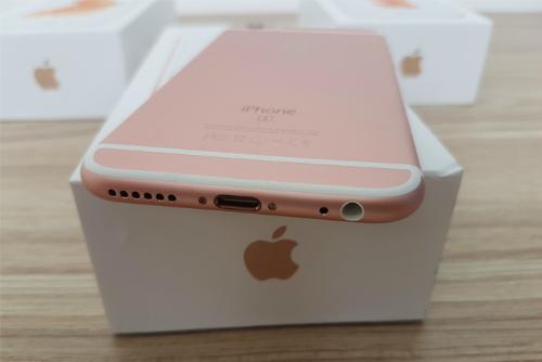 Thị trường iPhone cận Tết đua nhau giảm giá, iPhone 6s 16GB bản khoá mạng giờ chỉ còn hơn 6 triệu đồng.