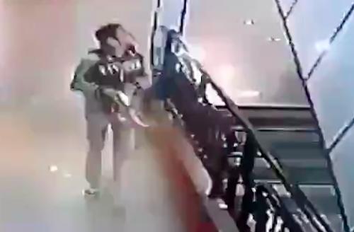 video-thieu-nu-be-noi-lu-tham-chien-gay-chu-y-internet-tuan-qua-6
