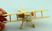Tự tạo máy bay từ que kem và mô-tơ cũ