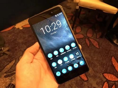 smartphone-cua-nokia-nhan-hon-250000-don-dat-hang-sau-24-gio
