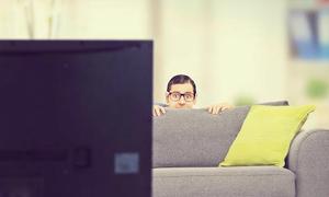 Smart TV theo dõi và bán thông tin người dùng