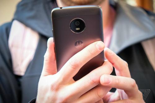 Moto G5 và G5 Plus có vỏ kim loại và chạy Android phiên bản mới nhất.