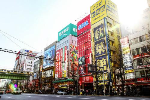 Một con phố đầy các cửa hàng game thùng tại Nhật.