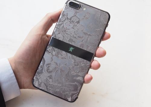 Kim loại quýrhodium cũng được sử dụng để phủ lên iPhone 7.