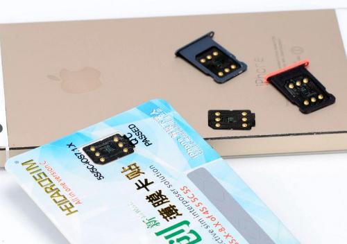 Sim ghép là các bảng mạch nhỏ được gắn cùng với sim điện thoại để iPhone khoá mạng có thể lấy sóng ở Việt Nam.