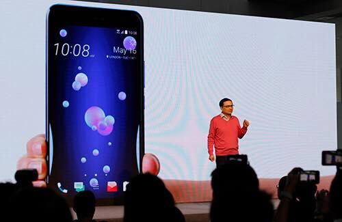 htc-ra-mat-smartphone-u11-vo-doi-mau-cam-ung-canh-vien