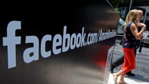 Quảng cáo của Facebook tại một trung tâm thương mại tại Thái Lan. Ảnh AFP.