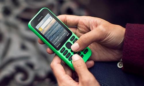 5 điện thoại 'cục gạch' bán chạy hơn smartphone