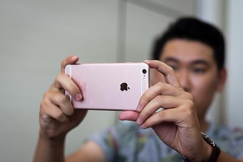 10-smartphone-lam-nguoi-my-hai-long-nhat-2