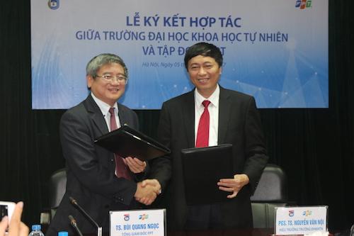TS Bùi Quang Ngọc  Tổng giám đốc FPT và PGS.TS. Nguyễn Văn Nội - Hiệu trưởng ĐH KHTN  ĐH QGHN đã đại diện ký kết biên bản thỏa thuận