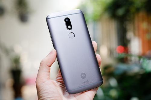 Mẫu smartphone Android tầm trung Moto M đang có giá bán từ 6 đến 7 triệu đồng.