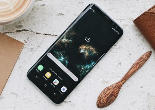 doi-dien-thoai-samsung-va-iphone-cu-lay-galaxy-s8-moi