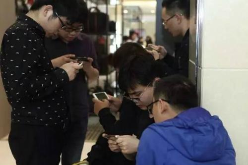 Game mobile đang nhận nhiều chỉ trích từ dư luận xã hội do các ảnh hưởng xấu mà chúng gây ra với giới trẻ.